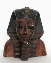 Mezzobusto Faraone in gesso dipinto.
