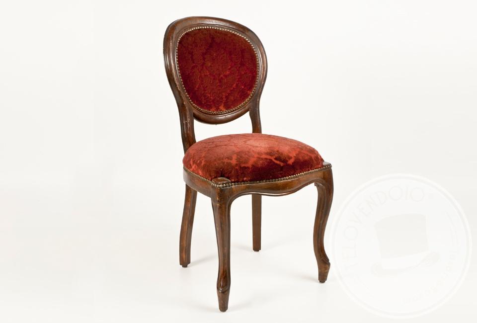 Set di quattro sedie in velluto rosso telovendoio for Sedie design velluto