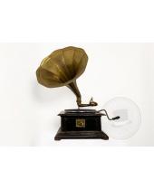 Grammofono a manovella con tromba in ottone