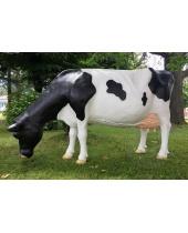 Mucca Frisona in piedi che mangia in vetroresina