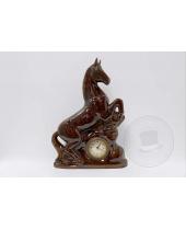 Orologio da tavolo con cavallo in ceramica smaltata